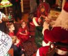 Kinderen praten met de kerstman