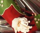 Kerst sok versierd met het gezicht Santa's en knoppen