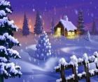 Klein huis in de sneeuw