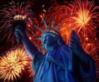 Het Vrijheidsbeeld, monument op een eiland in de Hudson rivier bij Manhattan in New York