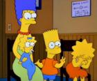 Marge met hun kinderen Bart, Lisa en Maggie in het kantoor van de dokter