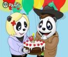 Ella brengt een taart om te vieren zijn verjaardag Max