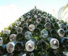Kerstboom gemaakt van gerecyclede flessen 5000