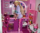 Barbie in de keuken