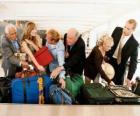 Verschillende mensen verzamelen uw Bagage