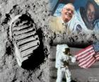 Neil Armstrong (1930-2012) was een NASA-astronaut en de eerste mens die voet op de maan op 21 juli 1969, in de Apollo 11 missie