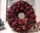 Kroon van Kerstmis met rode vruchten