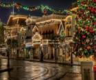 Straat ingericht voor Kerstmis