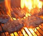 Barbecue voorbereid hamburgers