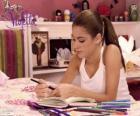Violetta in zijn dagboek schrijven