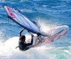 Het beoefenen van Windsurfen