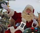 Santa Claus of Kerstman met een glimlach begroet de kinderen