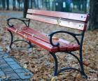 Een bankje in de herfst