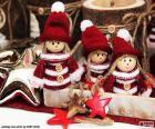 Kerst ornamenten, drie prachtige poppen met hoed en tshirt wol, samen met verschillende sterren
