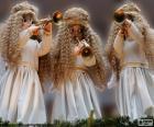 Drie engelen spelen van de trompet