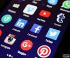 De sociale media zijn communicatie platforms waar de inhoud is gemaakt door gebruikers zelf door het gebruik van de technologieën van Web 2.0, Twitter, Facebook, Pinterest, Instagram, Google, YouTube online...
