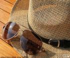 Zonnebril en hoed