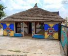 Huis ingericht met etnische tekeningen in de populatie van N'Debele, Zuid-Afrika