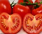 Tomaat in tweeën gedeeld