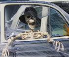 Skelet in een auto, Halloween