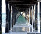 Onder de houten pier
