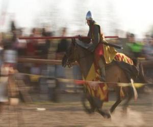 puzzel Ridder gestart met een snelle aanval op de vijand met de lans te paard