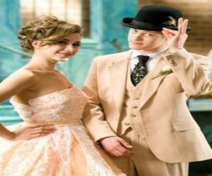 puzzel Ryan Evans (Lucas Grabeel) langs Kelsi Nielsen (Olesya Rulin) in de musical