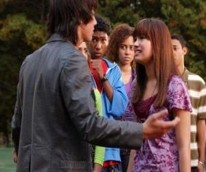 puzzel Shane (Joe Jonas) boos op Mitchie Torres (Demi Lovato)