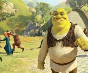 puzzel Shrek wandelen door de stad en de mensen loopt