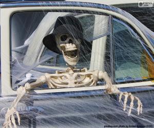 puzzel Skelet in een auto, Halloween