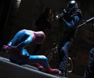 puzzel Spider-Man gevangen genomen door de politie