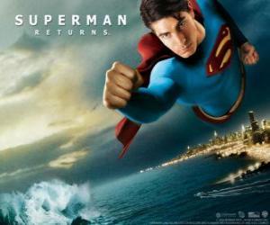 puzzel Superman vliegt door de lucht, gebalde vuisten en zijn pak met de cape
