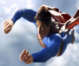 puzzel Superman vliegt in de lucht, met gesloten vuisten en met zijn colbertjas