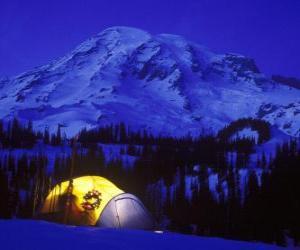 puzzel Tent in de bergen voor de feestdagen
