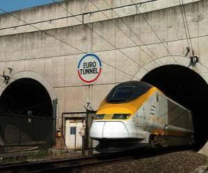 puzzel Train het verlaten van een tunnel