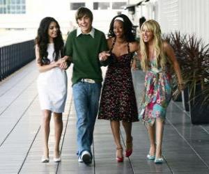 puzzel Troy Bolton (Zac Efron) met haar vriendinnen Gabriella Montez (Vanessa Hudgens), Taylor (Monique Coleman) en Sharpay Evans (Ashley Tisdale)