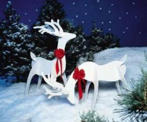 puzzel Twee houten rendier met een rode strik op een kerst-decoratie