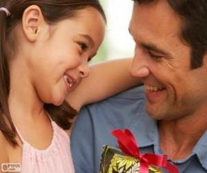 puzzel Vader met zijn dochter terwijl ze is het geschenk geven
