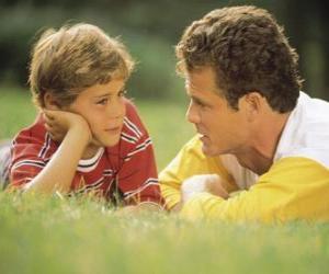 puzzel Vader te praten met zijn zoon in het park