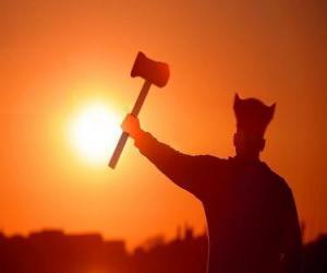 puzzel Viking gewapend met een bijl