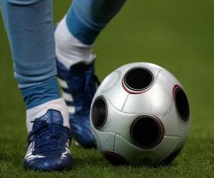 puzzel Voetballer besturen van de bal