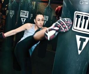 puzzel Volledige contact of kickboksen vechter training hits op de zak