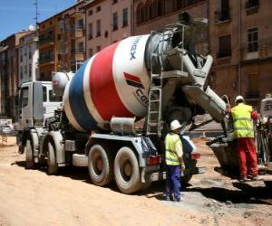 puzzel Zelfrijdende betonmolen in het werk